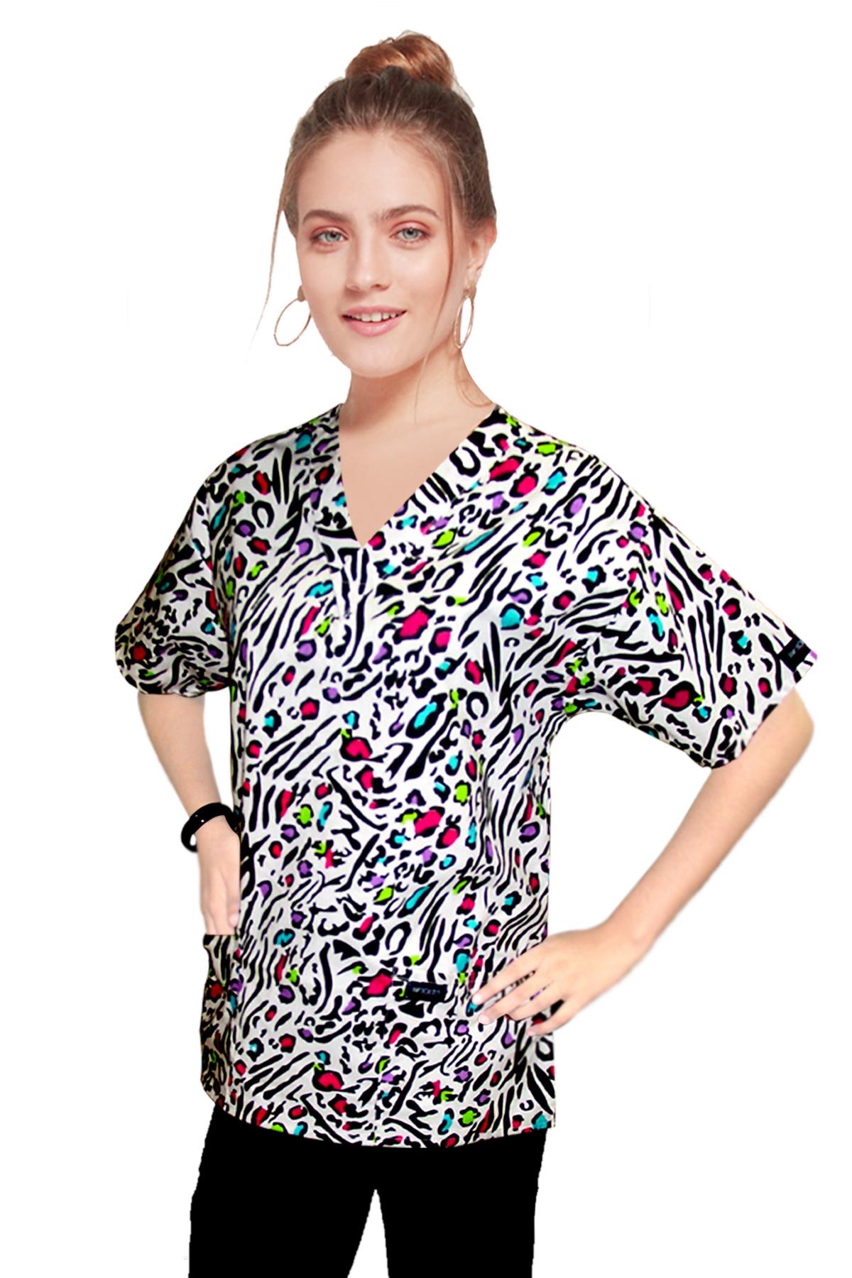 Printed scrub set 4 pocket ladies half sleeve in Leopard print (2 pocket top and 2 pocket pant)